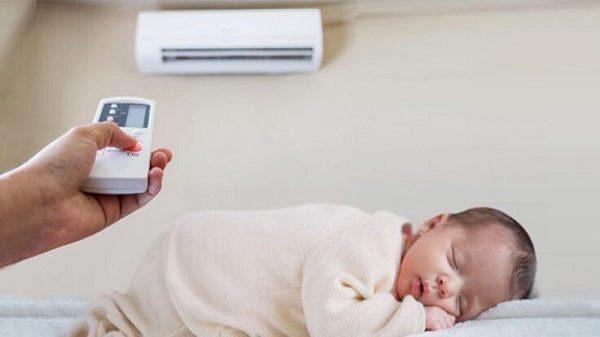 Trẻ sơ sinh nằm điều hòa có tốt không?