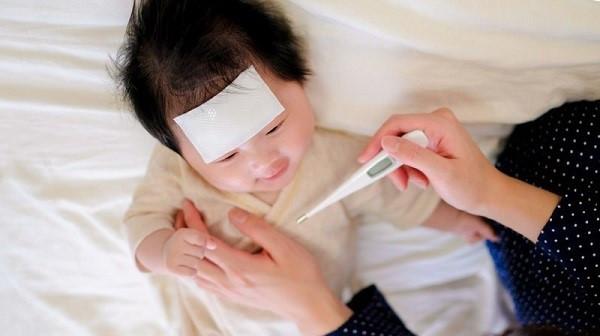 Có nên bật điều hòa cho sơ sinh khi trẻ bị ốm sốt?