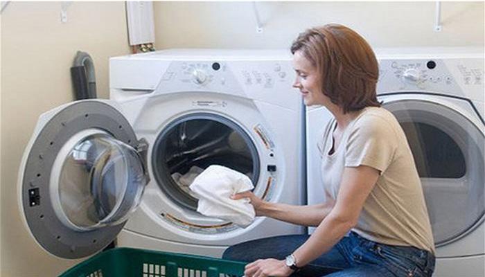 Cách vệ sinh máy giặt cửa nagng electrolux đơn giản-2