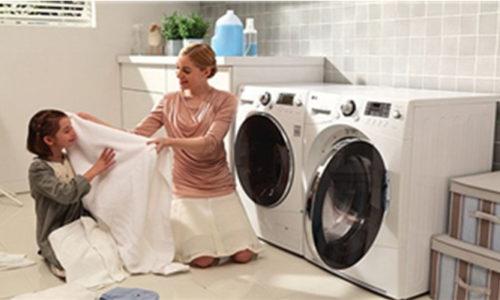 Hướng dẫn vệ sinh máy giặt cửa trước tại nhà